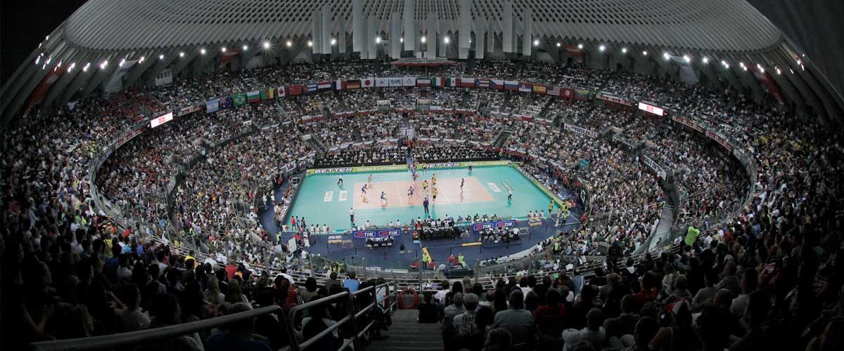 L'interno del PalaEur (Palalottomatica) durante un incontro di pallavolo – Quartiere EUR, Roma